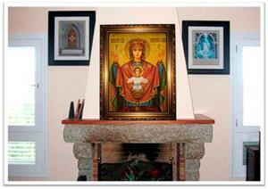 Картины из янтаря в интерьере. Икона над камином